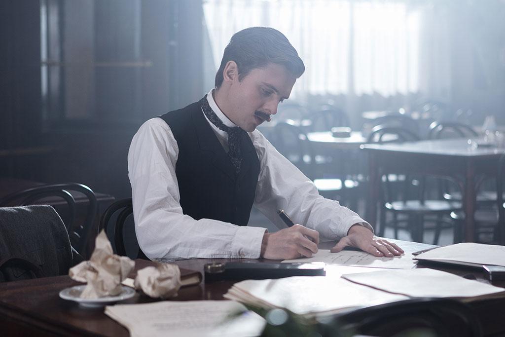 Thomas Solivérès incarnant Edmond Rostand